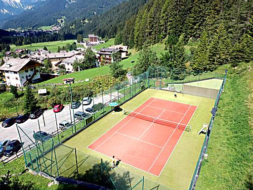 Top 16 Hotels With Tennis Court In Canazei Ted S Guide